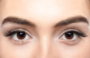 The Benefits Of Castor Oil For Eyelashes And Eyebrows
